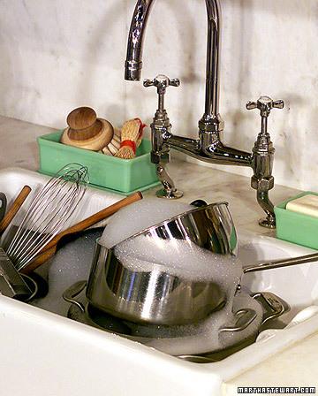 lavar enquanto cozinha